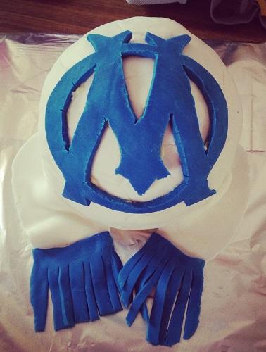 gâteau ballon de foot et écharpe supporter