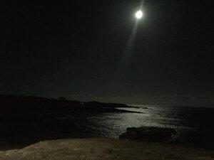 Pleine lune sur la plage a Abades