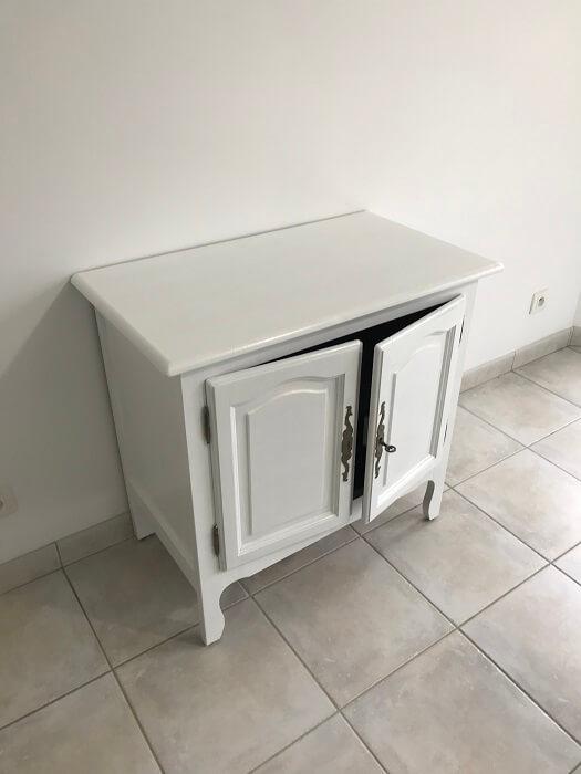 peinture d 39 un meuble en bois. Black Bedroom Furniture Sets. Home Design Ideas